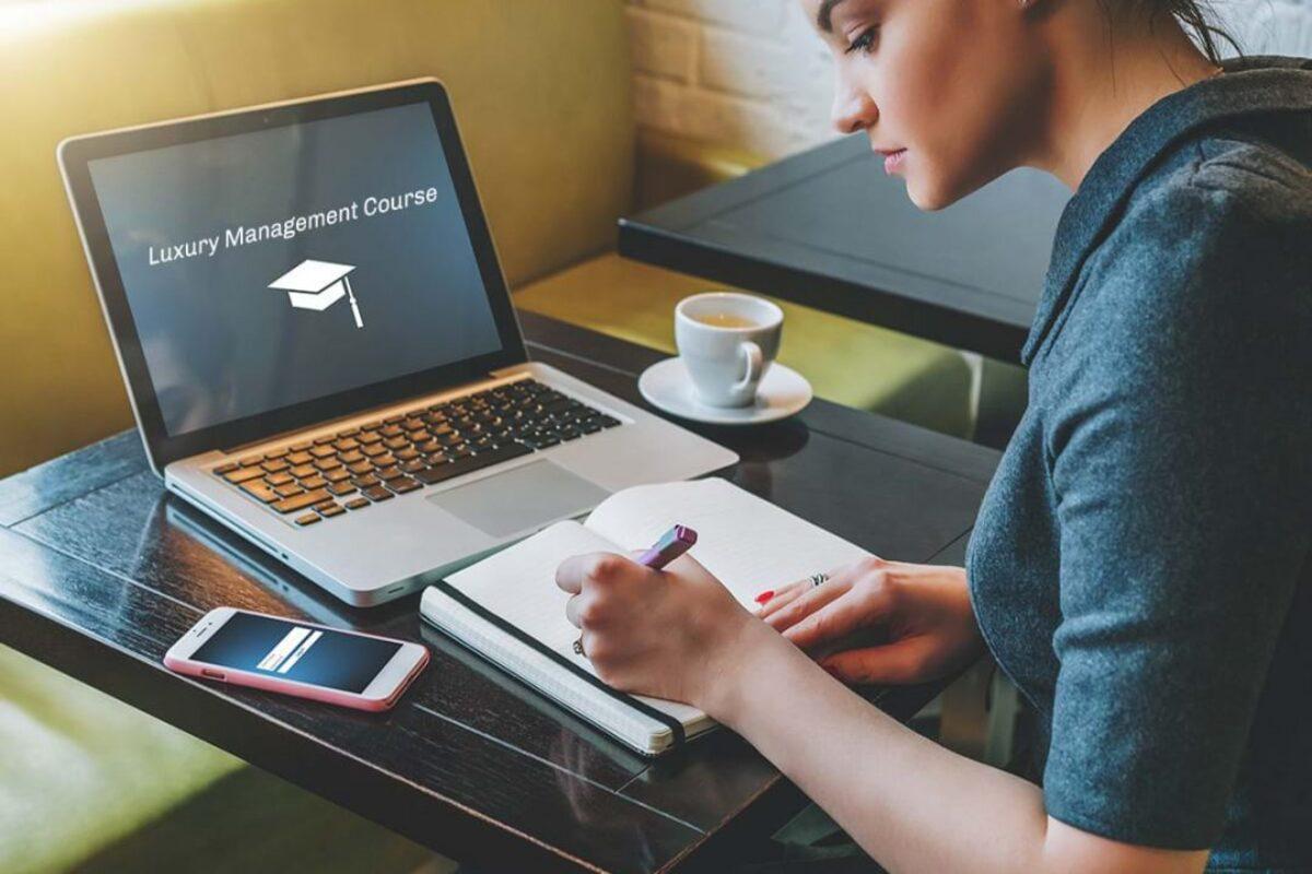 Features About Online Management Courses